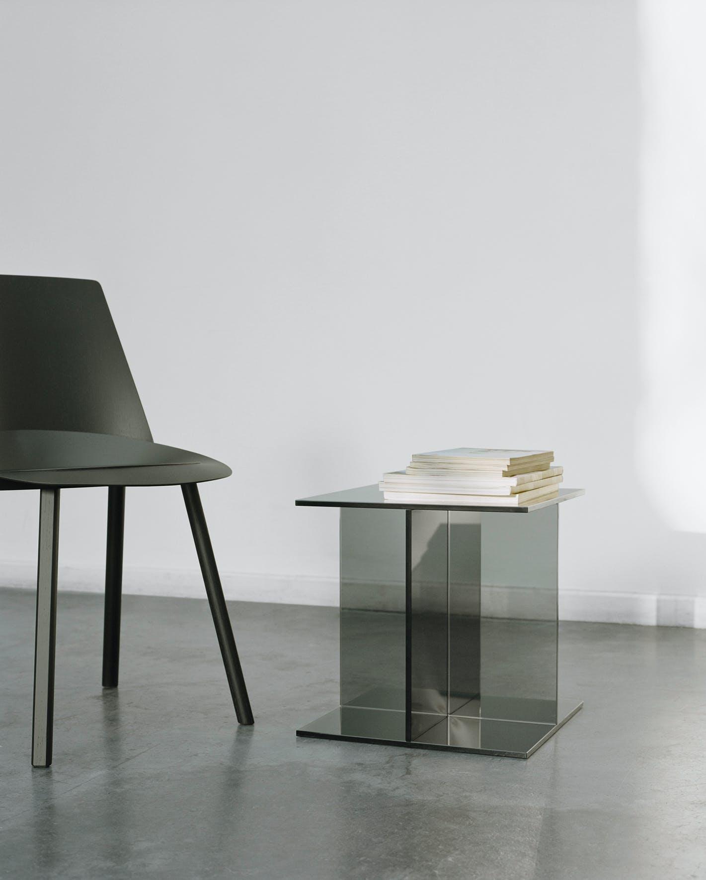 E15-furniture-vier-side-table-black-chair-haute-living