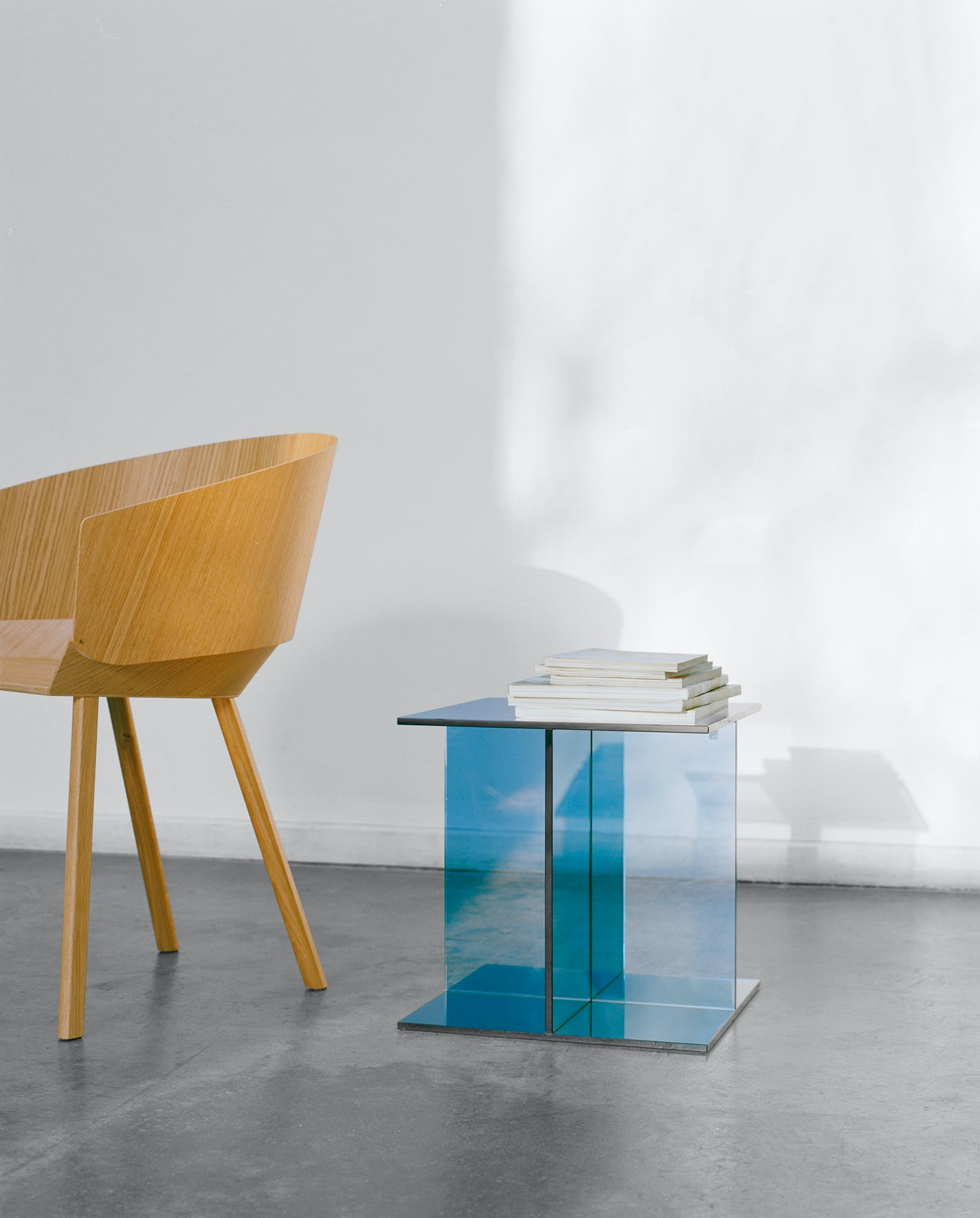 E15-furniture-vier-side-table-blue-haute-living