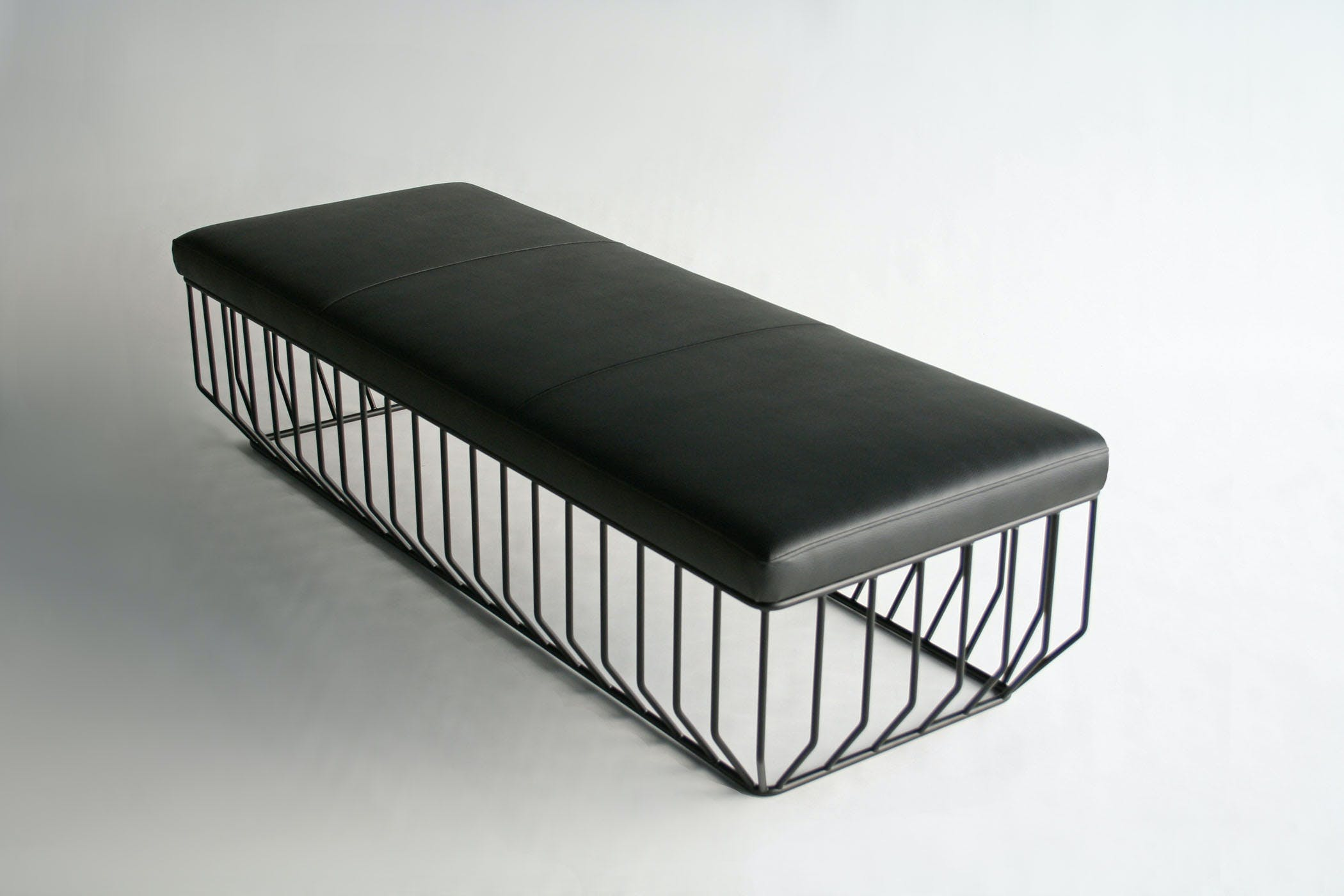 Wired Bench Flat Black Top 34