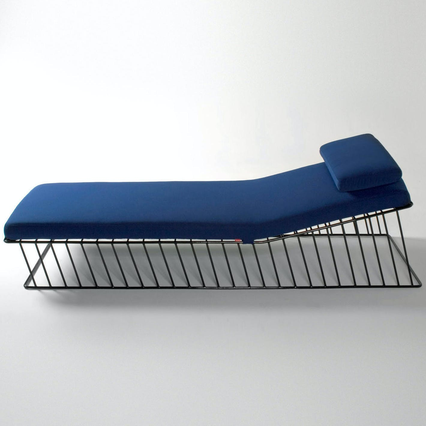 Phase Design Wired Italic Chaise Side Haute Living 190108 183834